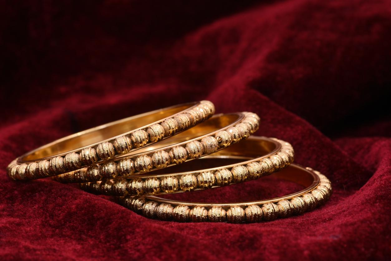 Antiikkiesineet – barokki- ja rokokookausien korut Suomessa